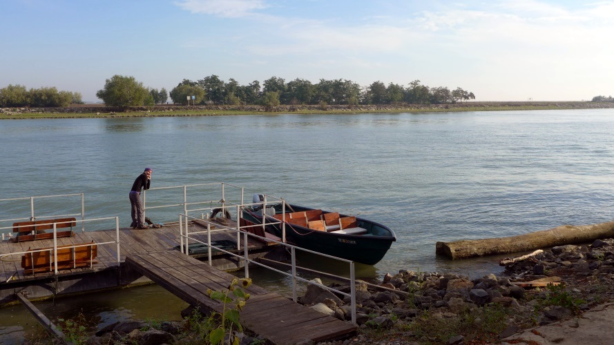 Rive du canal Sulina à Crişan